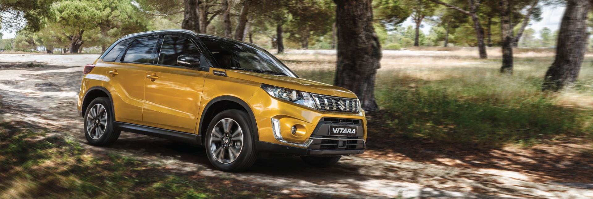 Vitara-driving-through-the-forest